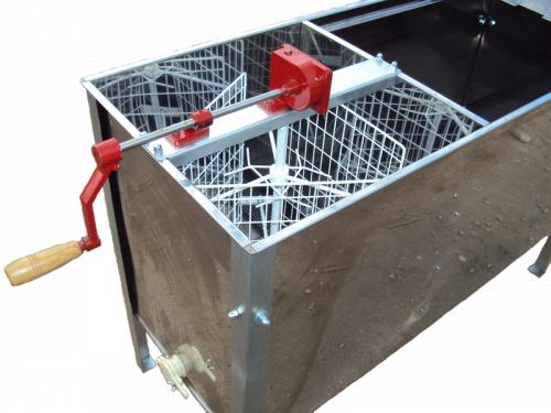 СТОЛ ДЛЯ РАСПЕЧАТКИ СОТОВЫХ РАМОК СОВМЕЩЕННЫЙ С МЕДОГОНКОЙ (1300 мм) (нержавеющий металл)