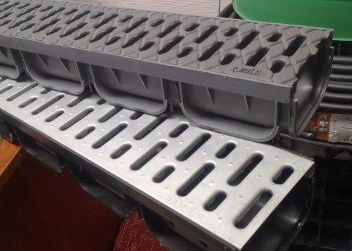 Лоток водоотводный ЛВ-10.14.07-ПП пластиковый с решеткой стальной оцинкованной кл.А (комплект) Spark