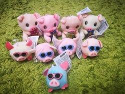 Брелок Хрюшка в очках на присоске и Свинка с подарком на колечке