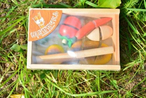 Разрезные продукты в ящике на липучках