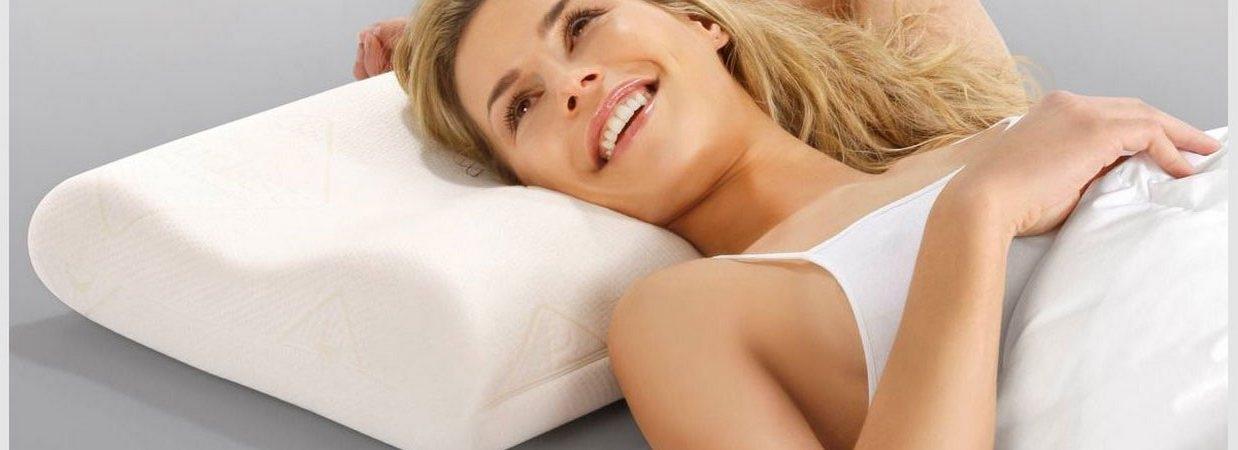 Правильный выбор подушки является одним из условий хорошего сна. Основная функция подушки — поддержание естественного положения шейных позвонков во время сна, чтобы мышцы спины и шеи расслабились, а кровоснабжение мозга не нарушалось.