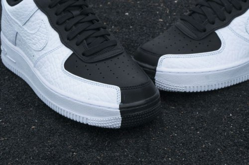 """Air Force Goes Black & White With """"Split"""" Silhouette Nike"""