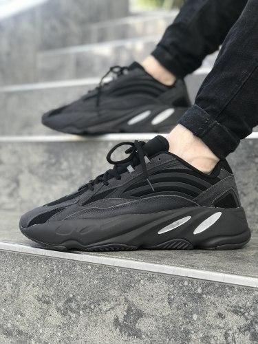Triple Black YEEZY 700 V2 Adidas