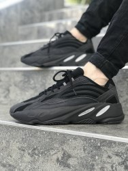 Triple Black YEEZY 700 V2 Adidas