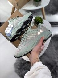 Yeezy 700 mint Adidas