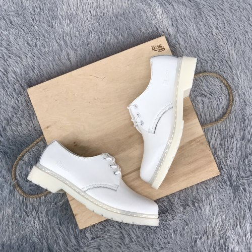 Classic Boots Low All White Dr. Martens