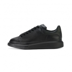 Oversized Sneakers Triple Black Alexander McQueen