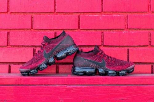 Air Vapormax Dark/Team Red Nike