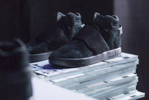 Tubular Invader Strap Triple Black Adidas