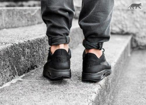 Air Max 87 Ultra Flyknit Triple Black Nike