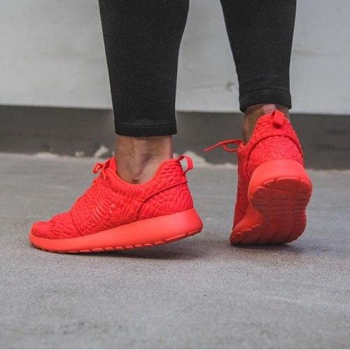 "Roshe run DMB ""Red"" Nike"