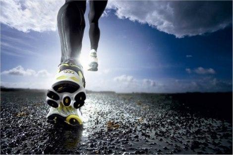 Если вы не стоите на месте, а активно движетесь вперёд к спортивным победам и новым вершинам, вы всегда сможете отыскать себе в первую очередь, для занятий спортом, в том числе на профессиональном уровне Такие кроссовки имеют гибкую подошву, отлично фиксируют стопу, хорошо амортизируют