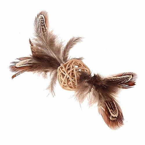"""Игрушка GiGwi для кошек """"Плетеный мячик"""" с перьями, 13 см"""