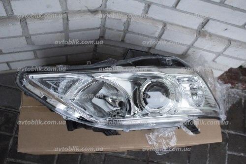 Фара передняя правая на Toyota Camry 50 (2011-2014) EUR ксенон