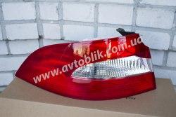 Задний фонарь правый на Skoda Superb (2009-2013)